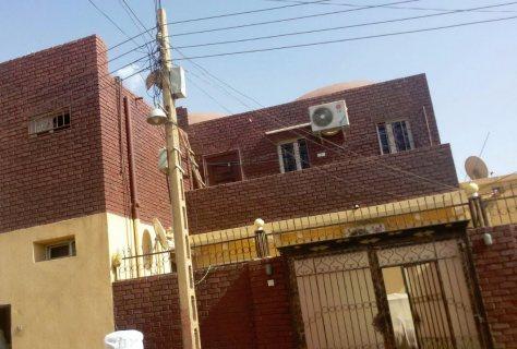 منزل طابقين مساحة 414 م.م امدرمان، الهاشماب للبيع